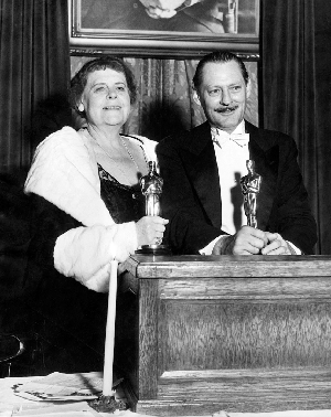 Best Actress winner Marie Dressler and Best Actor winner Lionel Barrymore.