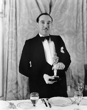 Lee Garmes with his Best Cinematography Oscar.