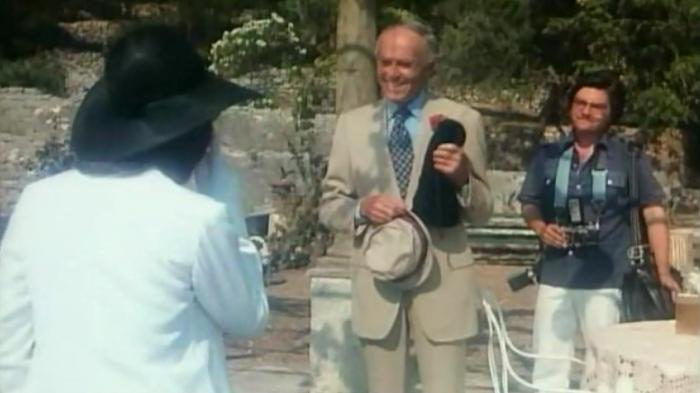 Yes, Henry Fonda plays Henry Fonda. I don't know your feelings, but I'm 'Fonda' him. HA! Get it? I'm... Fonda. What do you mean that joke is older than dirt? Dammit.